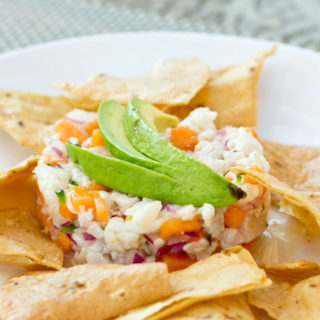 This mexican ceviche is so easy to make with a light and fruity vinaigrette.
