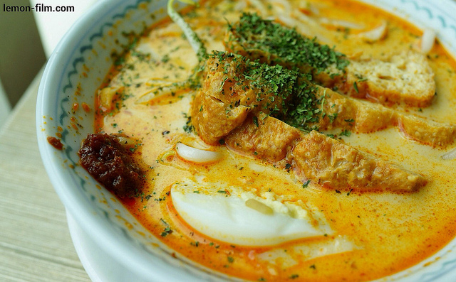 Katong Laksa has curry in its soup to give it that spicy kick. Add more sambal chilli if you want to blow your mind.