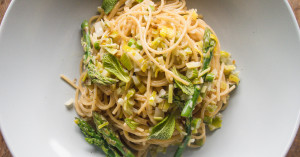 Easy spring asparagus pasta, with lemon leek cream. You wouldn't believe it only takes 10 minutes to make.