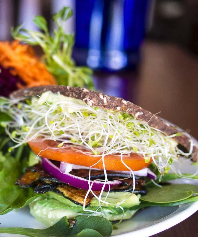 best vegetarian restaurants in Victoria #victoria #vegan #vegetarian #travel