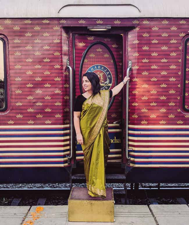 What to wear in India. Travel bloggers share what women wear in India and how to dress traveling in India for comfort.