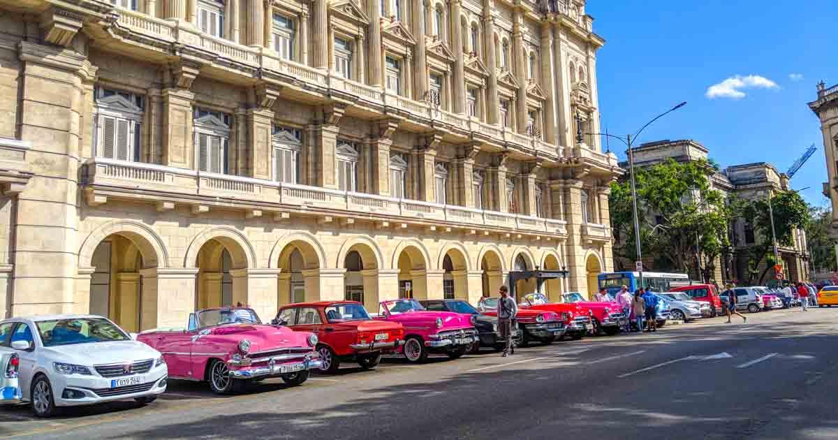 Cuban Slang: Cuban Spanish Essentials for Travelers - Bacon