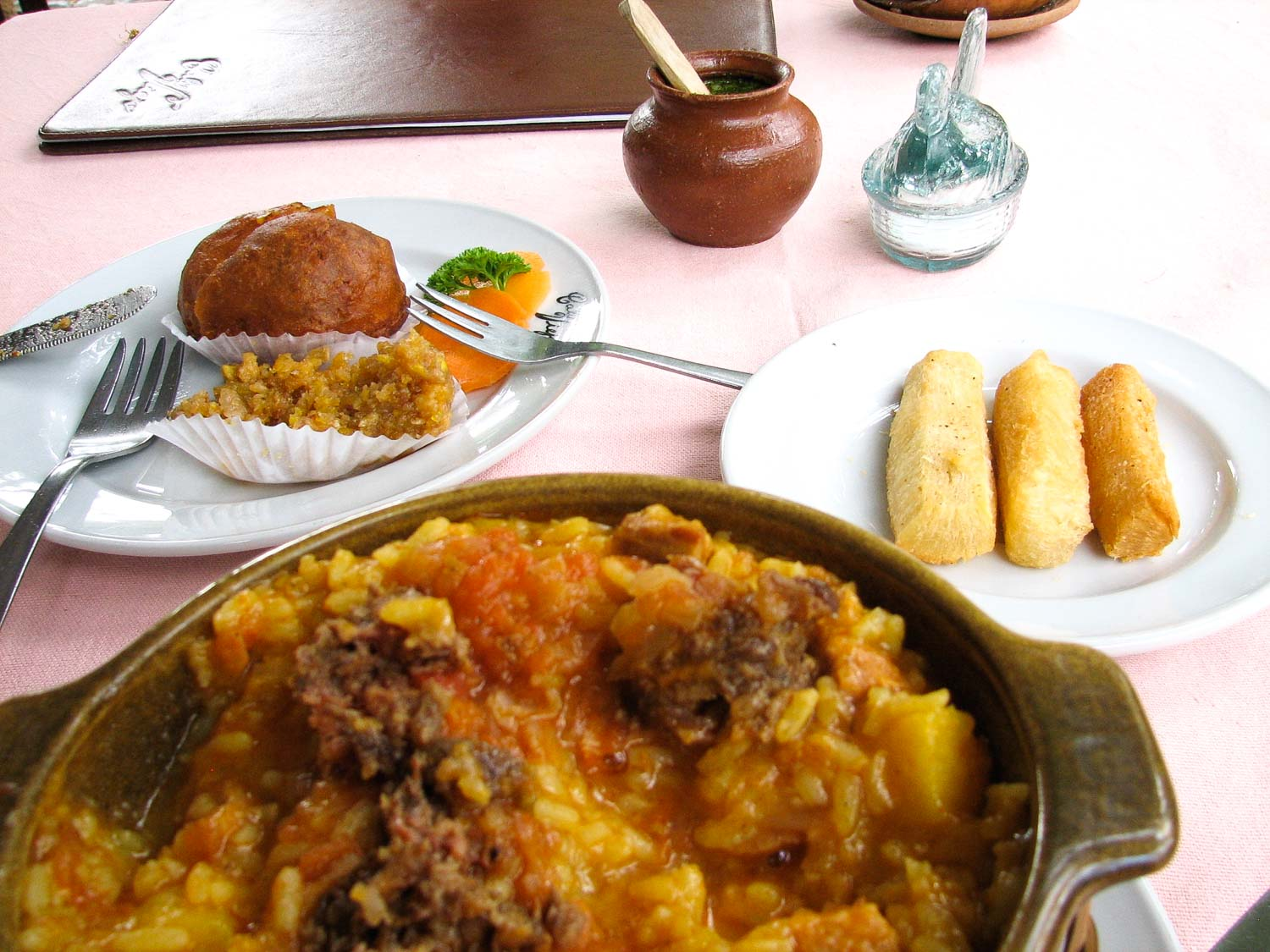 Arroz atollado is a rice dish in traditional Colombian cuisine that is delicious.