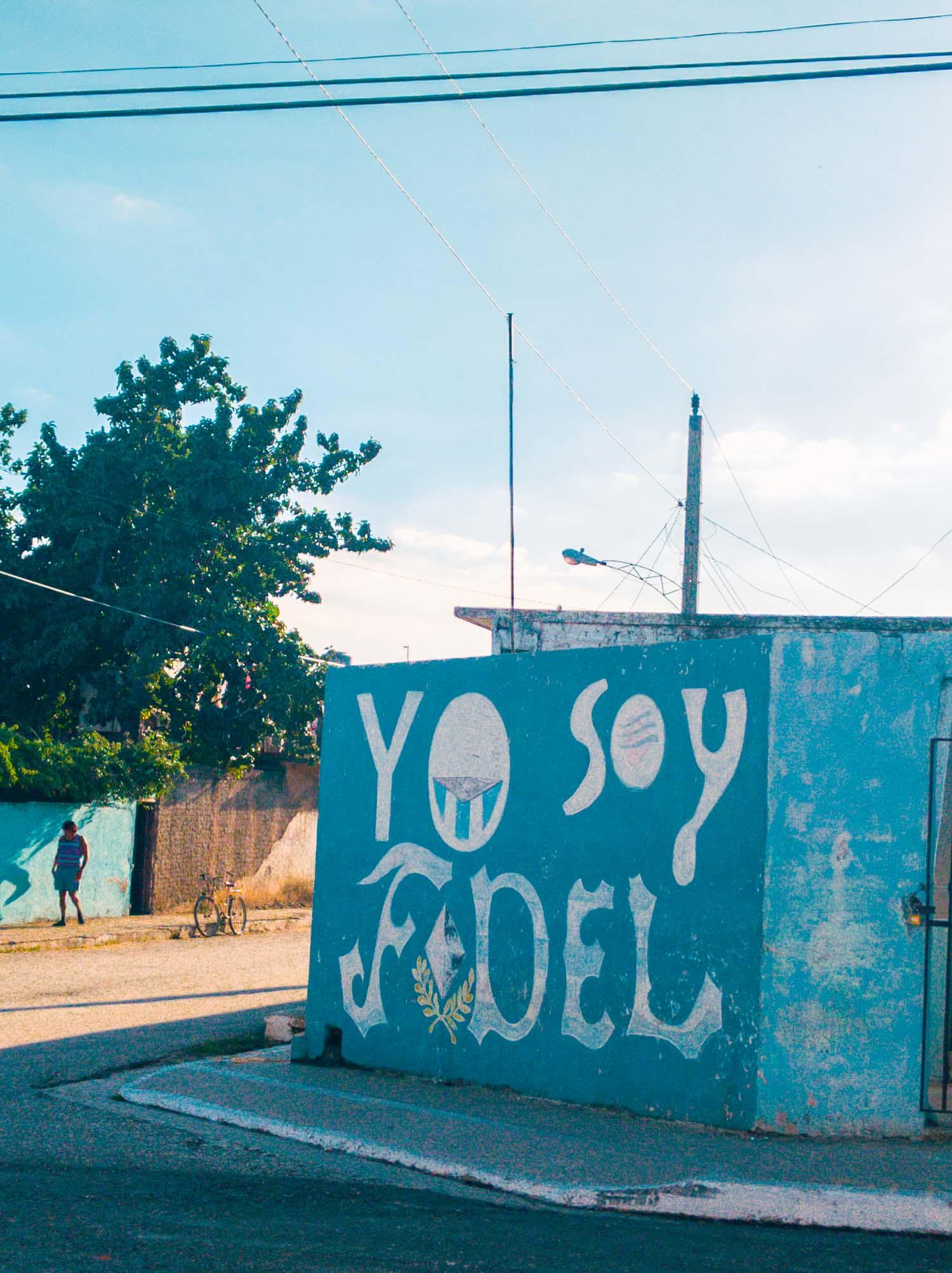 Trinidad yo soy Fidel sign.